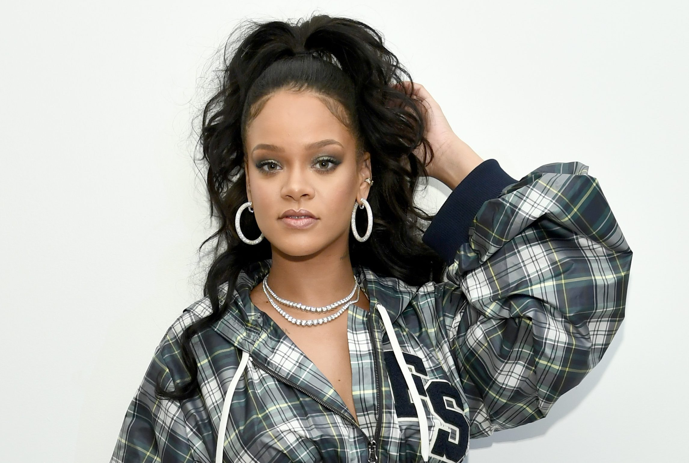timeless design 72046 ee973 Rihanna Hosts Pep Rally To Celebrate Launch Of The AW17 ...